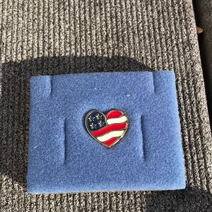 ☀️ Heart of America Pin
